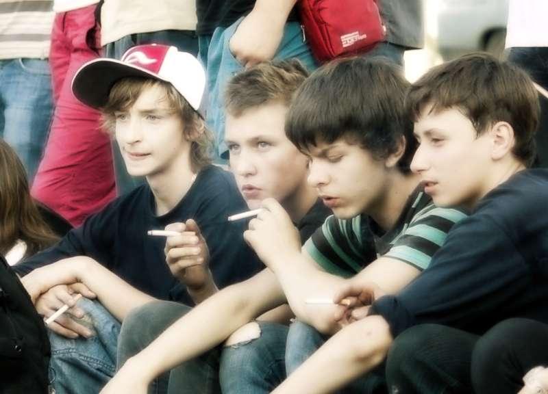 Чем подростков привлекают плохие компании