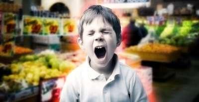 Шантаж в коротких штанишках - ребенок требует купить игрушку
