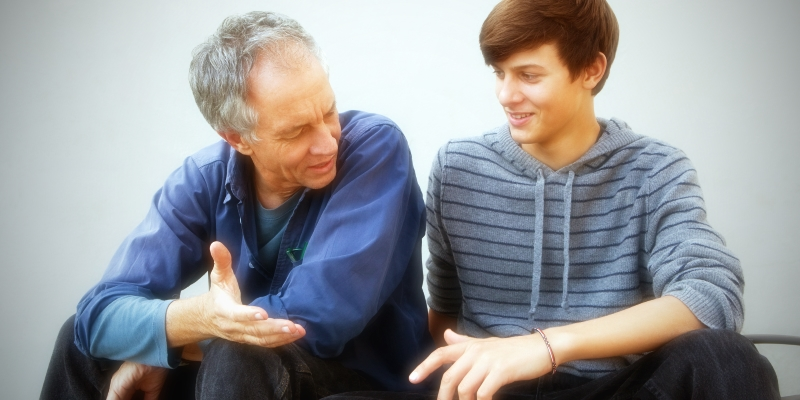 Как себя вести родителям с мальчиком-подростком