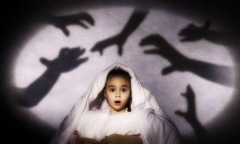 Страх темноты у ребенка, что делать?