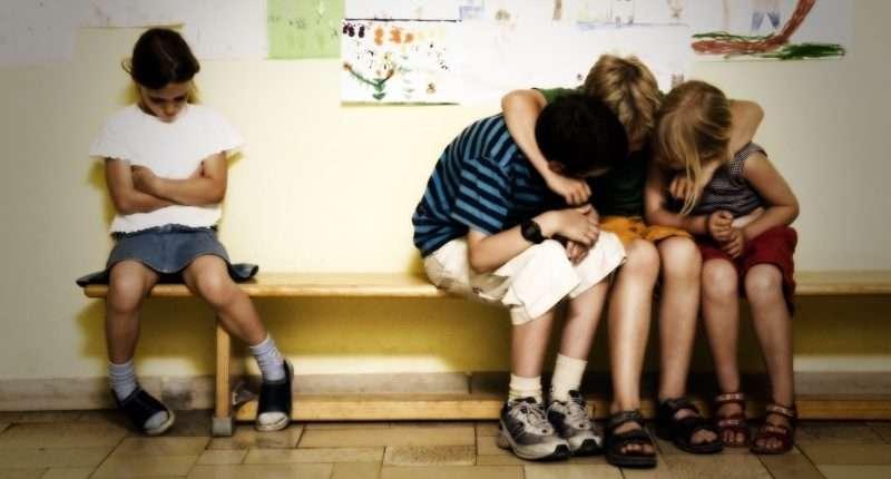 Как помочь ребенку обрести друзей в классе