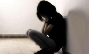 Суицидальное поведение среди подростков