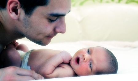 Как папе справиться с новорождённым, когда мама находится в больнице?
