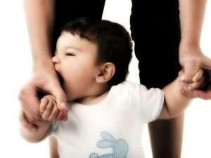 Как отучить малыша кусаться