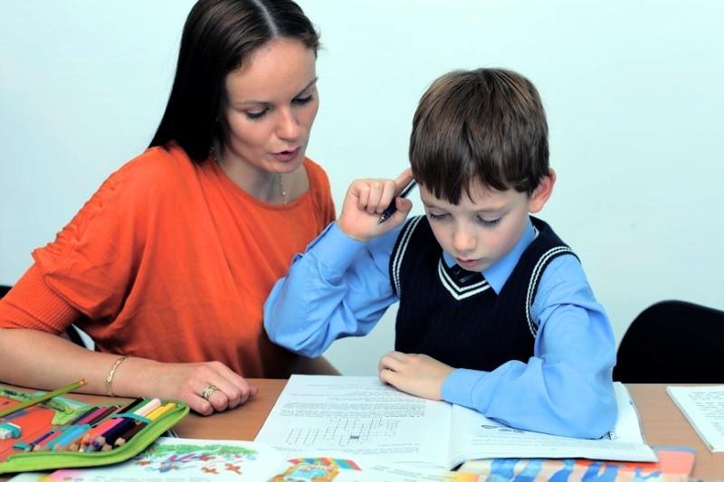 Делать ли уроки родителям вместе с первоклассником?